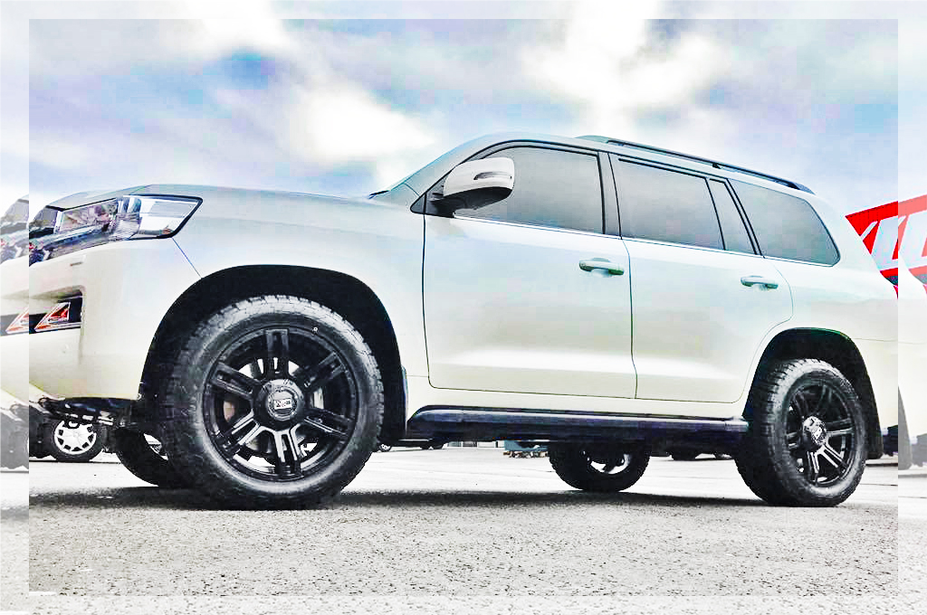 Toyota Prado fitted with CTM Offroad Commander wheels